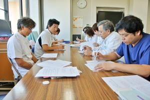 定期的にカンファレンスを実施し、患者さんの状態などを確認します。