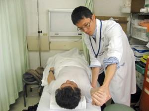 ②静かに、優しく、固くなった肩関節の可動域を、改善させていきます。